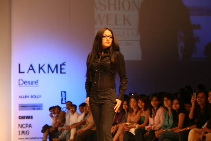 18-lakme-fashion-week-2007-ithaca-fashions-ithaca-image-1001.jpg